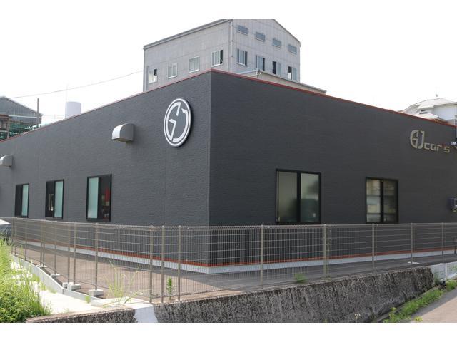 屋内展示場 整備工場 最高のコンディションを保てるよう、環境、設備、整備全てに重点を置いています。