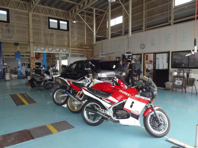 国産車・輸入車等の中古車はもちろん、2輪バイクもお任せください!