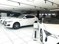 信頼できる車輌、信頼できるスタッフ、信頼できるお店、それがクリスタルオートの強みです。