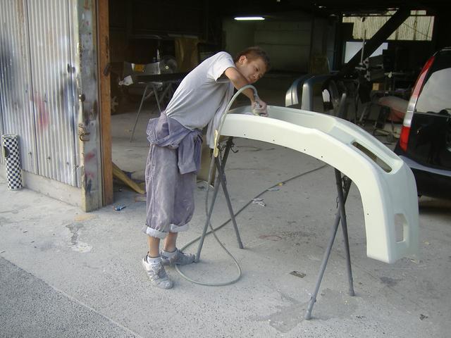 本社板金塗装工場です。FRP製品修理できます。バンパー補修、事故でお困りのかたもお問い合わせ下さい。