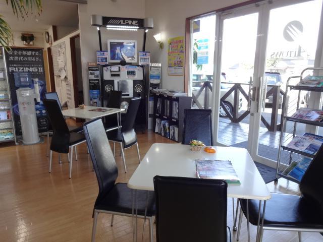 店内お客さまスペースも快適。