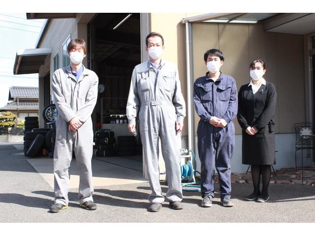 本社スピードモーター商会の工場です約50年の実績!愛車のメンテ・修理・整備なんでもお任せ下さい。