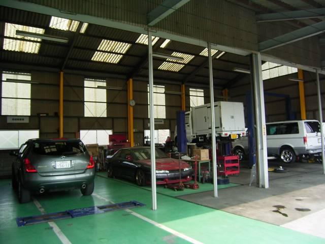九州運輸局指定工場(民間車検工場)完備です!資格と経験を持った整備士が対応致します!