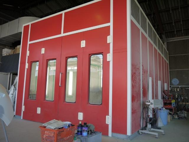 鈑金塗装の修理も自社工場で行っております。