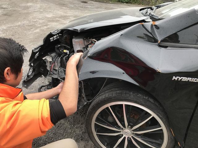 車を壊している所です(笑)