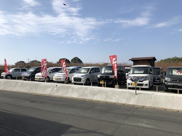 軽自動車から普通車、キャンピングカーや商用車まで各種取り揃えております!ご来店の際はお気軽にどうぞ!
