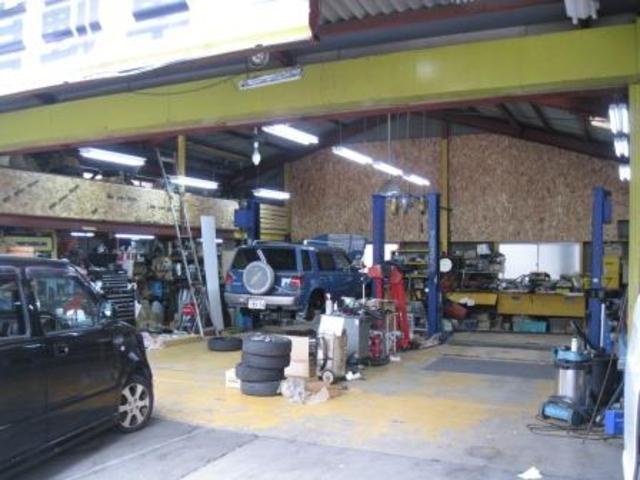 創業以来、整備工場として、今も丁寧な自動車整備を実施し、地域の皆様にお世話になっております。