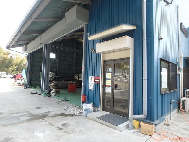 九州運輸局認証工場完備!国家整備士の常駐するお店です。