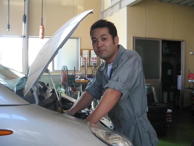 サービス工場長:2級自動車整備士:向明洋(むかいあきひろ)