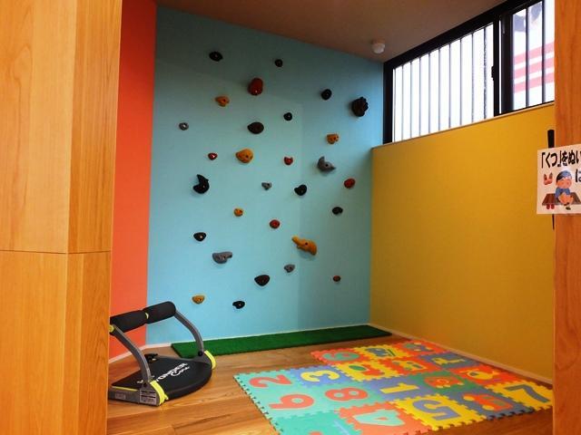 キッズコーナーも完備しています♪小さなお子様とご一緒でも安心して商談できるスペースとなっています。