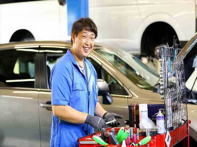 プロの整備士がお客様と愛車をお守りいたします(^^)