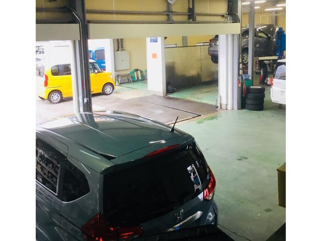整備工場楽しくカーライフを送れる車輌をお客様にご提案できるよう努力しております