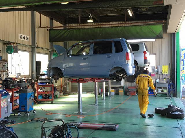 事故や故障にも自社レッカーを完備し、代車ももちろんご用意。速い・納得・安心がモットーです。