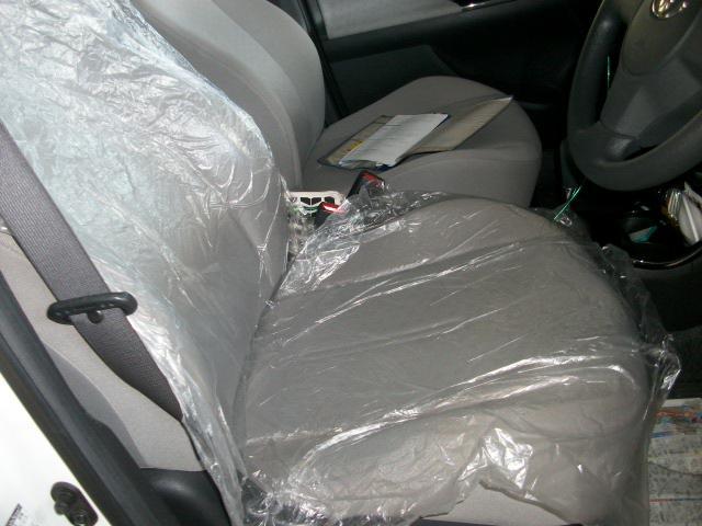 お預かりしたお車にはしっかりとシートを敷いて