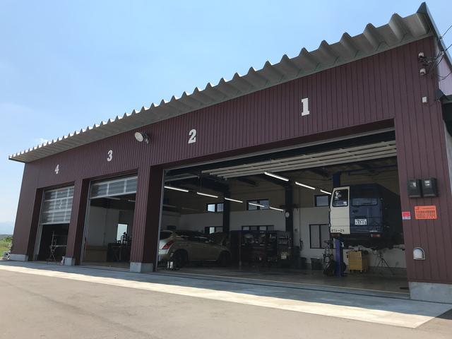 弊社は自社認証工場を完備しております。これまでの経験を活かしてお客様の大切な車を整備させて頂きます!