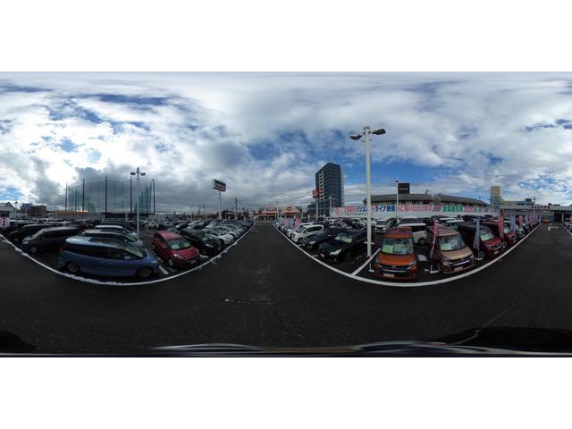 富山ICから10分!大きな看板が目印!常時100台の商品車を取り揃えております!夜はナイター営業。