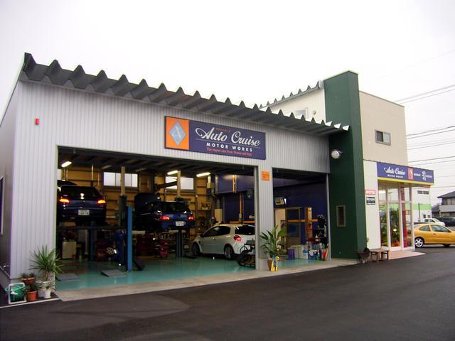 安心してお車に乗って頂ける様、国土交通省の認証を受けた自社工場完備しています。