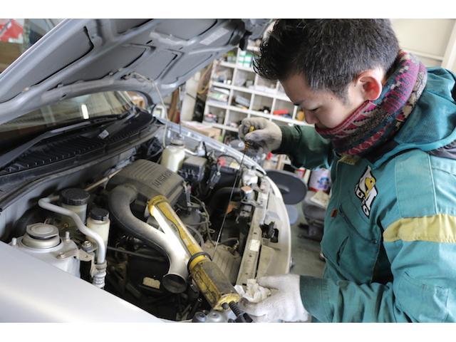 車両ごとに適した専用工具にて整備・修理を行います。