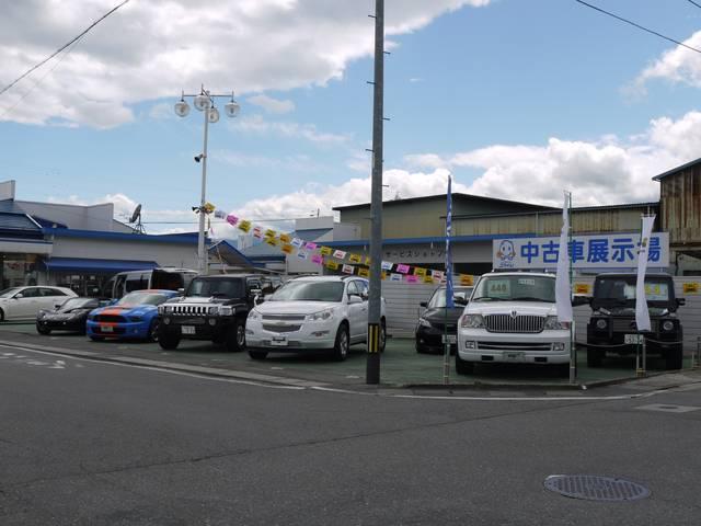 中古車展示場には、あこがれの車からお買い得車まで、多数展示しております。