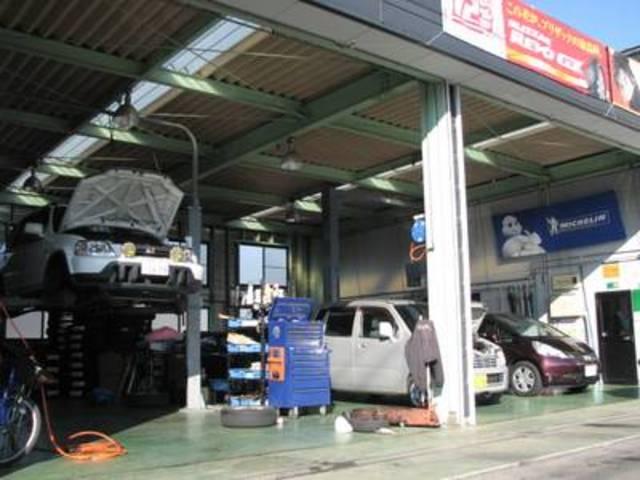 リフト3台完備しております。専用洗車スペースもあります!