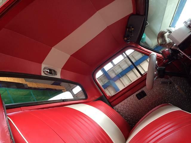 内装の張替えもお受けしております。軽トラックのシート破れも安価で修理可能です。