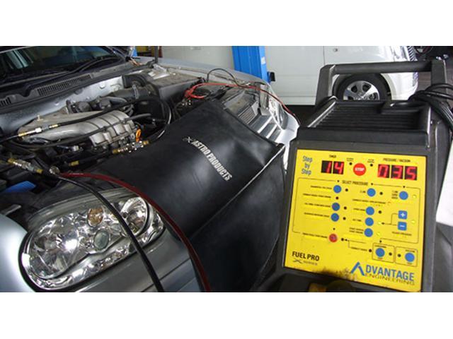 当社自慢のエンジン内部洗浄機(フューエルプロ)納車時全車施工中!エンジンが蘇ります!