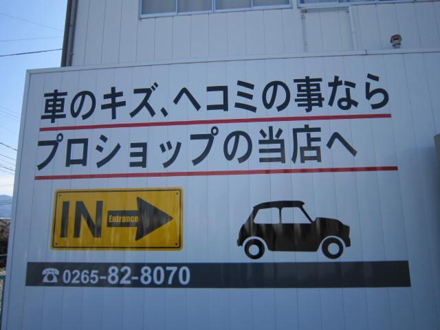 板金塗装をメインに行っておりますが、中古車の販売も始めました!!