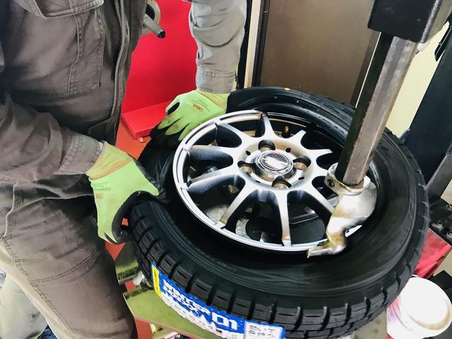 タイヤ交換もお任せ下さい。保管サービスは1シーズン5,400円から。50台限定です。