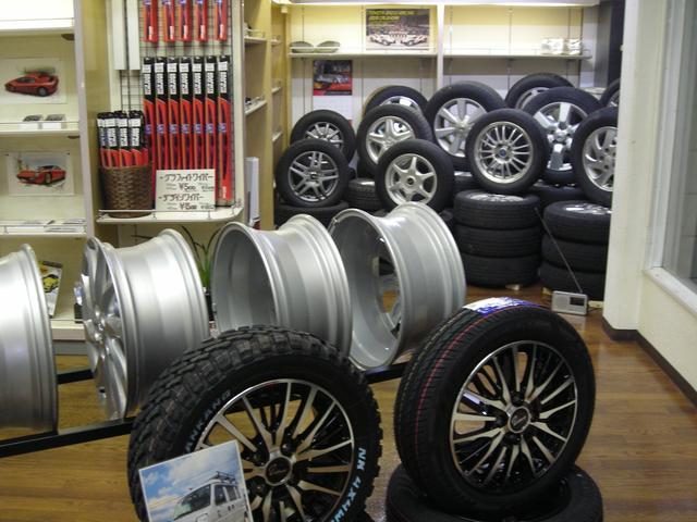 新品タイヤ、中古タイヤもご予算に応じてご用意いたします。ドレスアップ用品もお気軽にご相談ください。