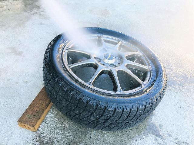 「タイヤ交換:2」お預かりしたタイヤは高圧洗浄します