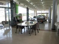 シャールーム内にも、展示中!!軽自動車から輸入高級車、希少スポーツカーと何でも取り扱いいたします!