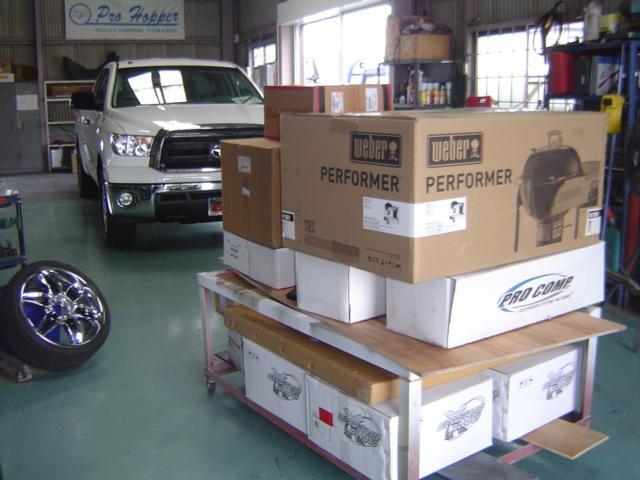 部品輸入もお任せください。大きなものでもまとめて送れば送料も格安になります。