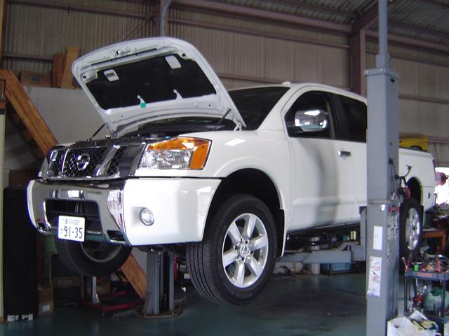 二柱リフト完備ですので一般整備、車検はもとよりリフトアップなどの作業も確実に行うことが可能です。