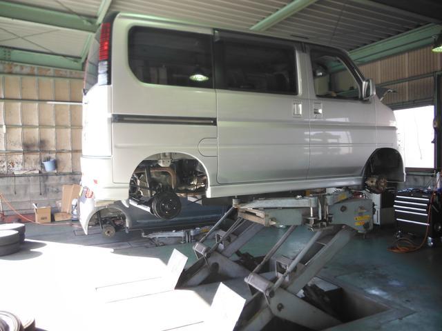 運輸局指定工場完備ですので、車検整備もお任せ下さい。