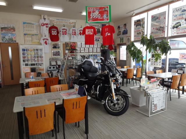 店内お客様スペースは広くて快適。