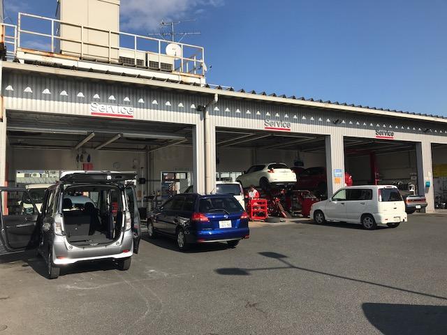 運輸支局に認められた「指定工場」です。車検整備はおまかせください!