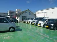 屋上展示場には様々な車種お置いております!