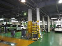 ディーラーならではの大型サービス工場です。メンテナンスもお任せください。