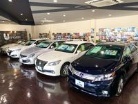 きれいな店内でゆっくりお車選びができます。