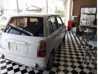 カフェの様なショップは東京出身オーナーのプロデュース。ユックリと中古車探しが出来ます。