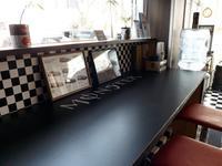 モンスターエナジーの販売もしています。こちらのモンスターカフェでお寛ぎ下さい。