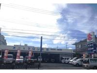 沖縄の中古車販売店 (有)オートサロン長田