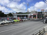 那覇市国道507号(旧329号線)沿い、ファミリーマートの向かい。琉球日産那覇国場店です♪
