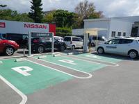 駐車スペース多数、もちろん話題の電気自動車の充電スペースもアリ!!一度リーフを試乗してみませんか♪