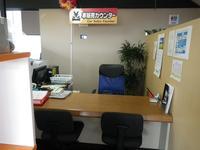 商談スペースです。落ち着いてゆっくり商談が出来る部屋作りを務めております。
