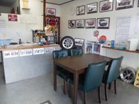 きれいな事務所で、おもてなし。展示車両に関して、丁寧にご説明させて頂きます。