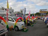 広い展示場では、人気の軽自動車から、1BOXやコンパクト、セダン等色んな車種が選べます♪
