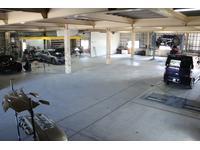 お客様の大切なお車を熟練技師が精魂込めてぴかぴかに磨き上げます。