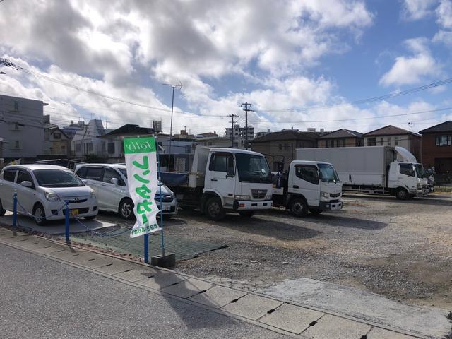【豊見城店】高速道路終点:名嘉地から車で3分ほどの場所にあり、駐車場もございます。