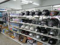 用品も充実の品揃え!4輪店の「Paddock」2輪店の「SBSパドック松田」ご来店お待ちしてます!